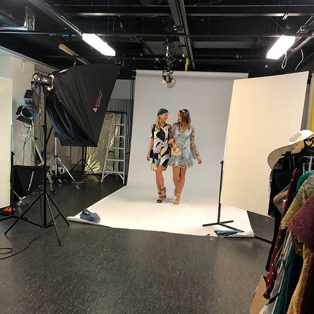 When it comes to Stakes Cup day styling, keep it fresh! #behindthescenes shooting the other week for the #heraldsun. Final looks from this fun shoot. Would you believe one of these looks is barely over $100 top to toe?! What are you wearing today? #budgetstyling