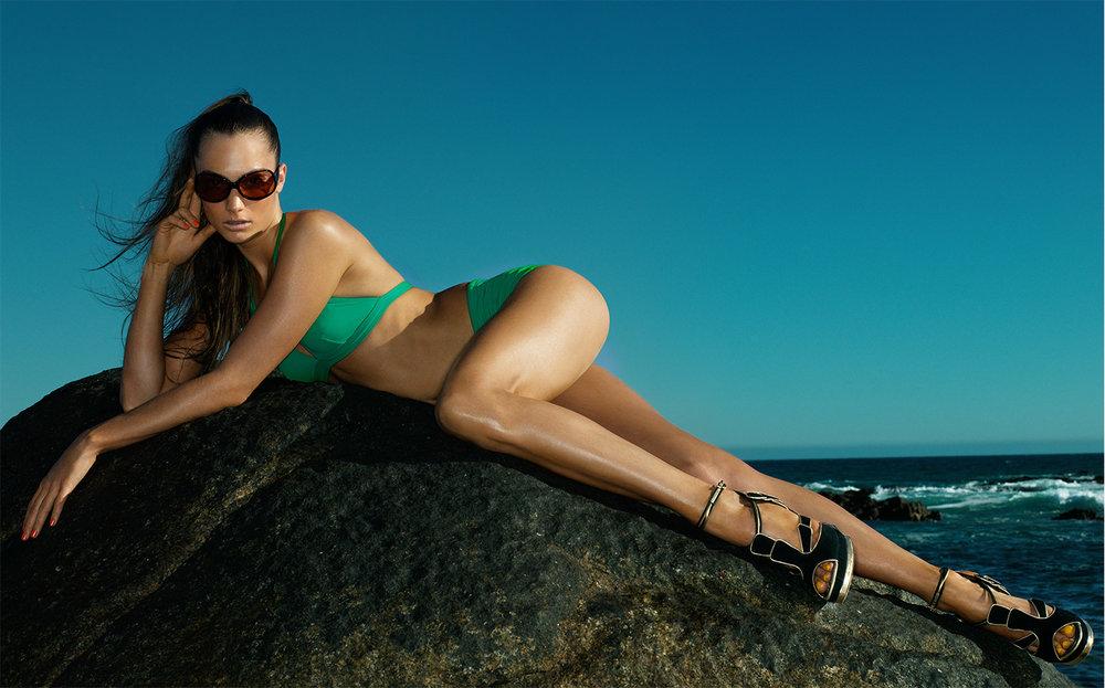 British Vogue BEAUTY AND THE BEACH   CREATIVE DIRECTOR Robin Derrick