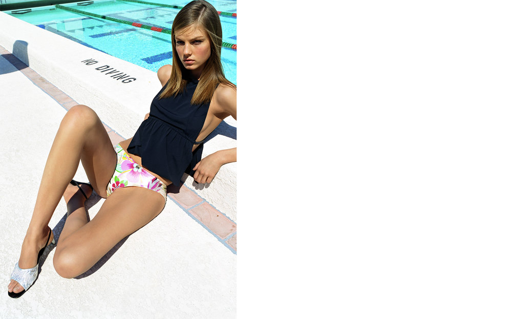 Vogue POOLSIDE PRINTS   FASHION EDITOR Elissa Santisi MODEL Angela Lindvall