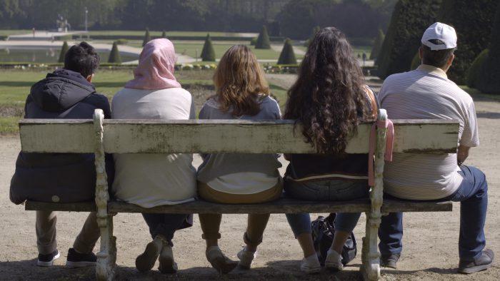 SI TU ME POSES LA QUESTION de Siham Bouzerda, 2017, fiction, 21'   Les attentats se rapprochent et les conséquences se multiplient, je me garde de communiquer mes sentiments mais qu'en est-il de mes proches ? Quand je pose des questions à mes parents sur la Belgique qu'ils ont connue, je n'ai pas seulement l'impression que c'était une autre époque, j'ai l'impression que c'était un autre pays.