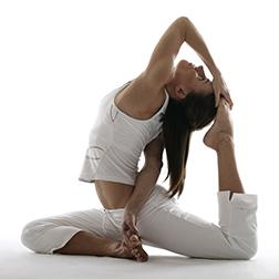 yoga-instructor-lara-baumann-ma-e-ryt-500--1490074018.jpg