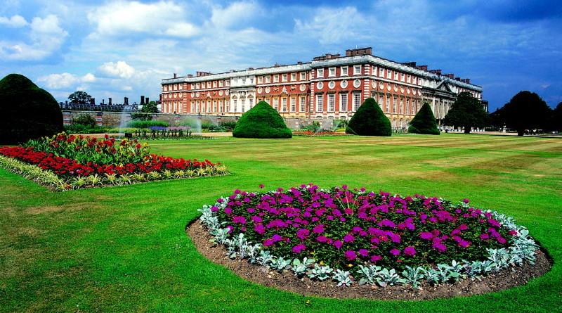 Hampton-Court-Palace-Flower-Show-e1450127401921-800x445.jpg