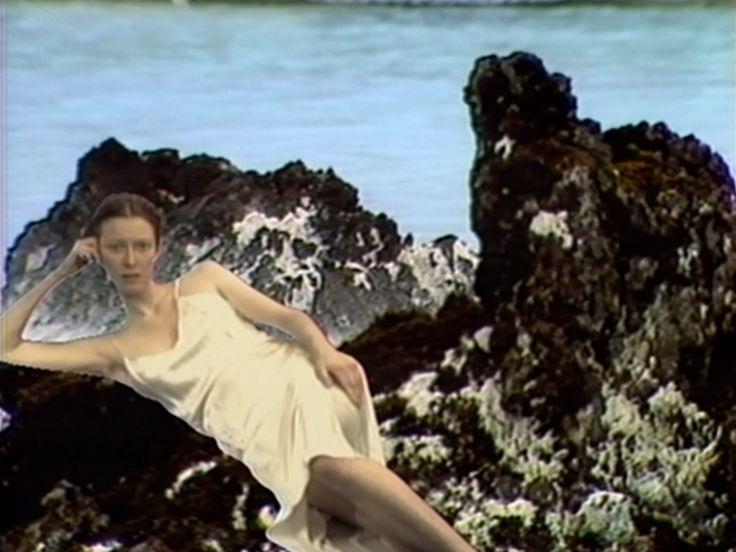 Tilda Swinton í hlutverki Guðrúnar Ósvífursdóttur íVolcano Saga (1985) e. Joan Jonas.