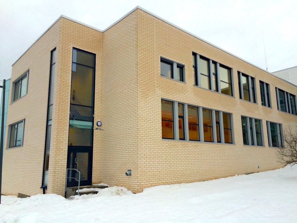 Bilde av teglmuring av fasade på Byåsen VGS,Trondheim. Murerfirma Mursystem AS.