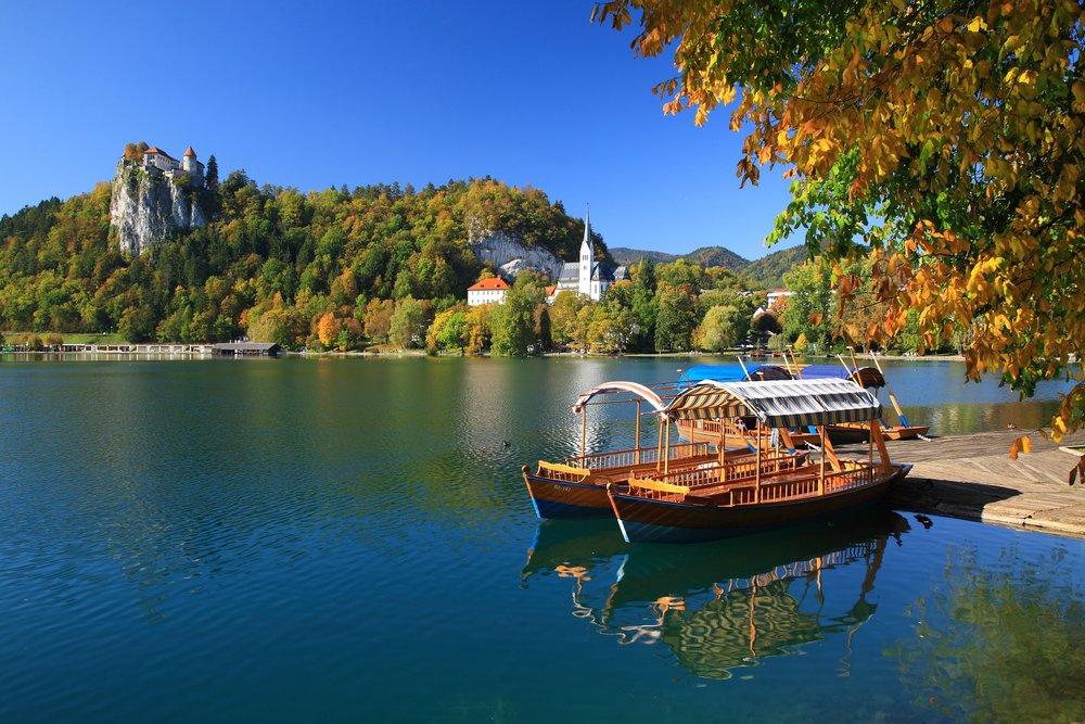 Bled-Lake-Boat-Pletna.jpg