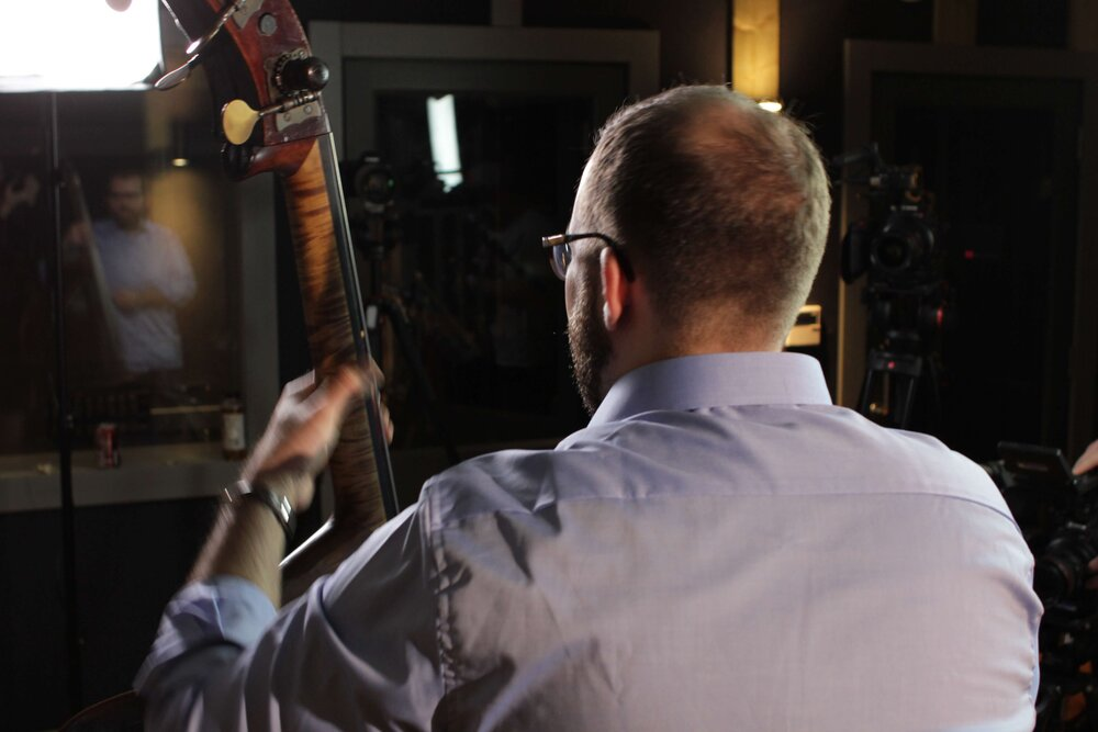 Learn to improvise solos on the double bass with these free video lessons.