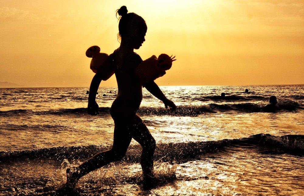 beach-child-daughter-160675.jpg