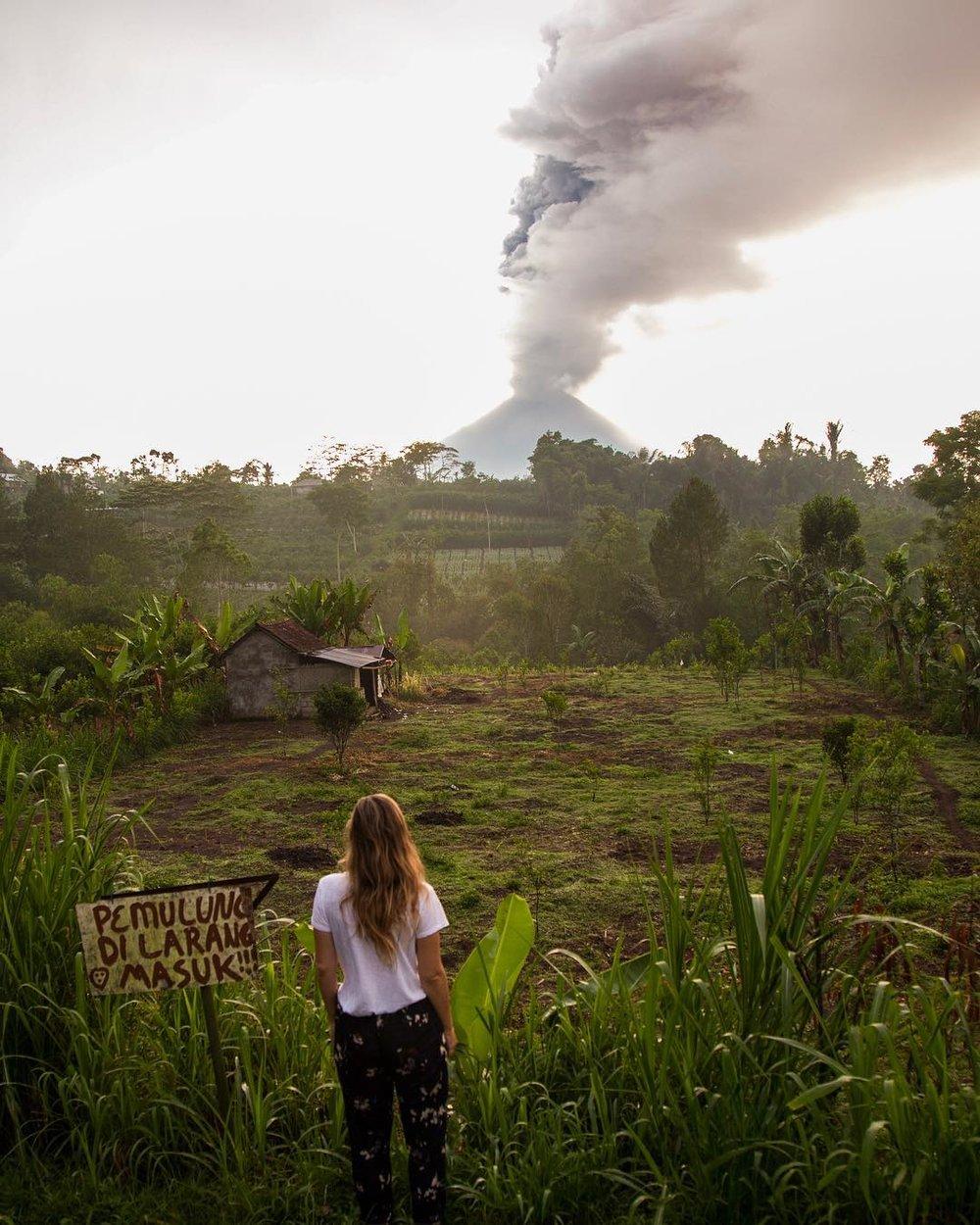 Mount Agung erupting - Bali - Elise Darma