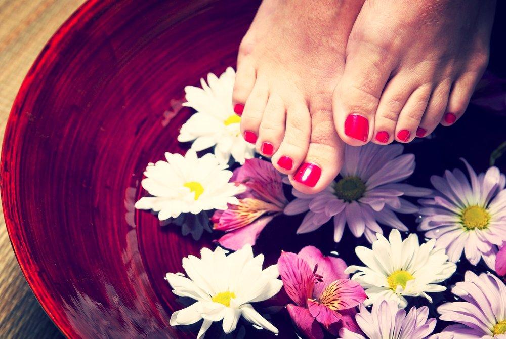 hand-plant-woman-flower-petal-feet-1166839-pxhere.com.jpg
