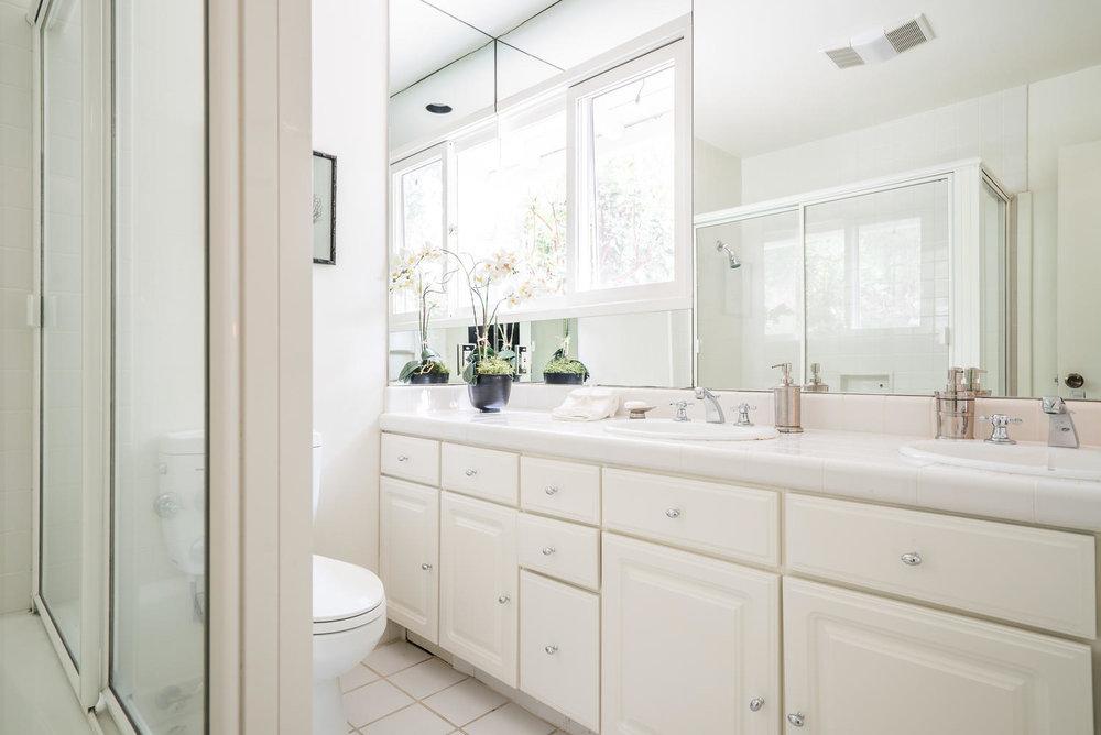 www926bienvenedacom-large-018-15-Bathroom-1498x1000-72dpi.jpg