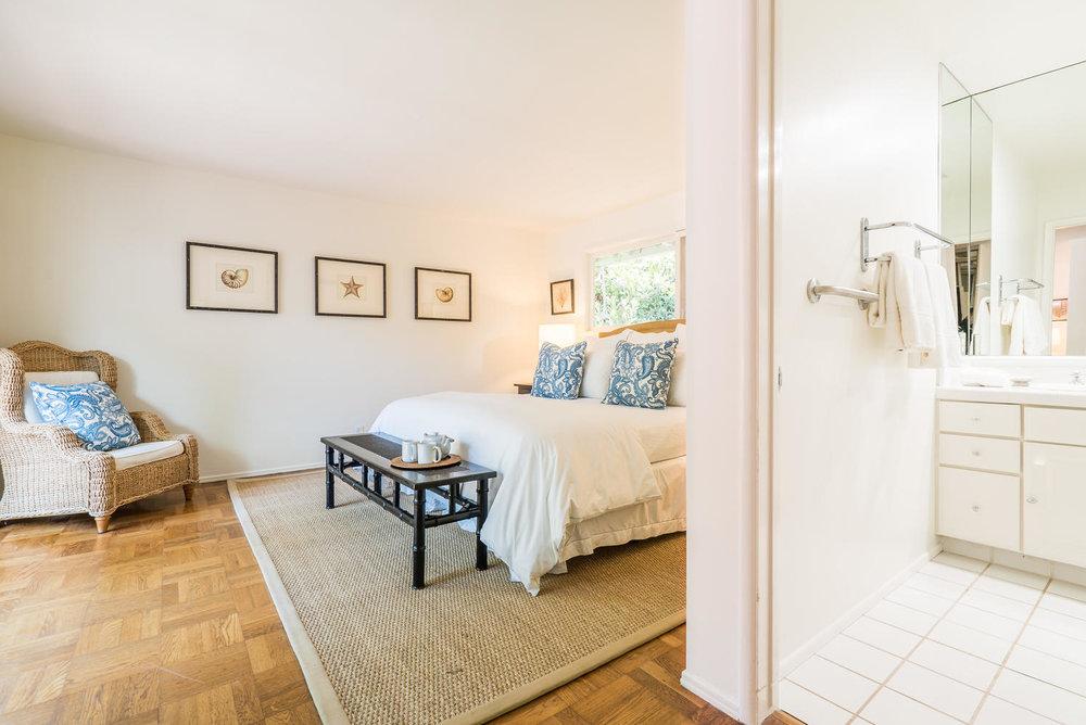 www926bienvenedacom-large-019-19-Master Bedroom-1498x1000-72dpi.jpg
