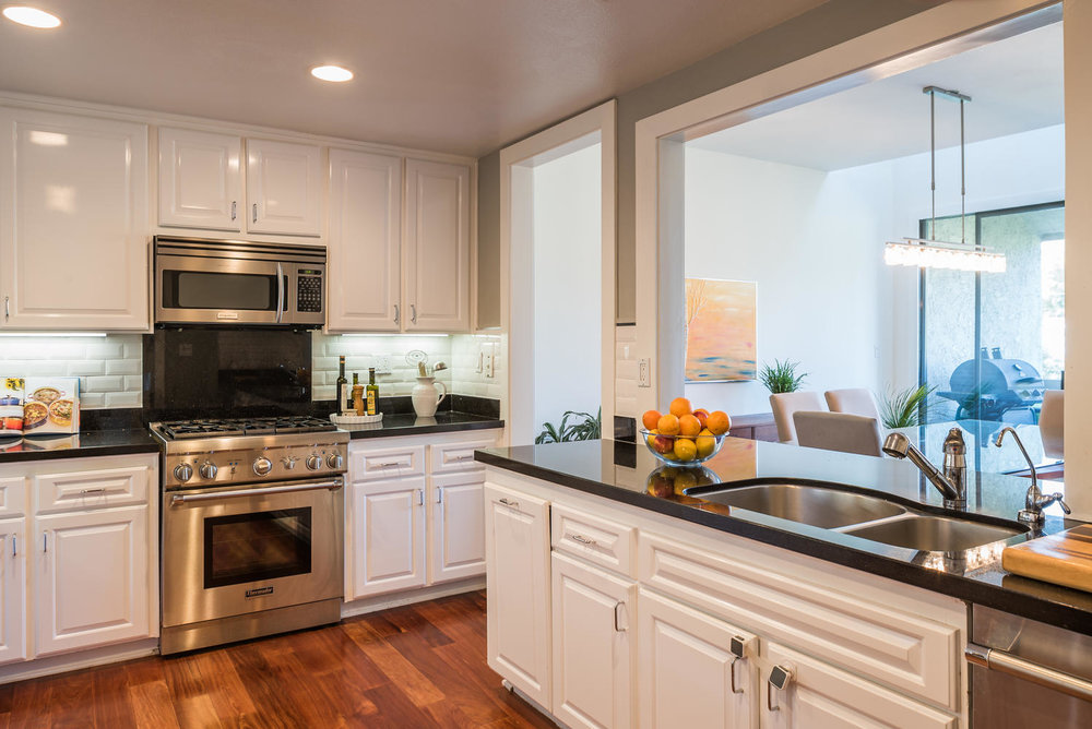15340 Albright St Pacific-large-004-5-Kitchen-1498x1000-72dpi.jpg