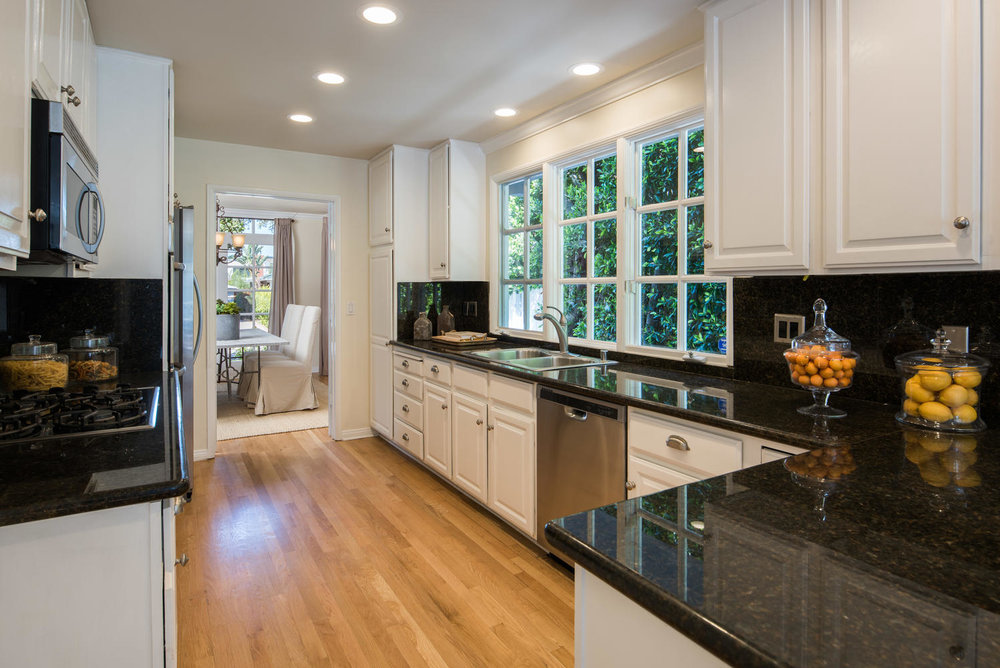 934 Fiske St Pacific Palisades-large-011-3-Kitchen-1499x1000-72dpi.jpg