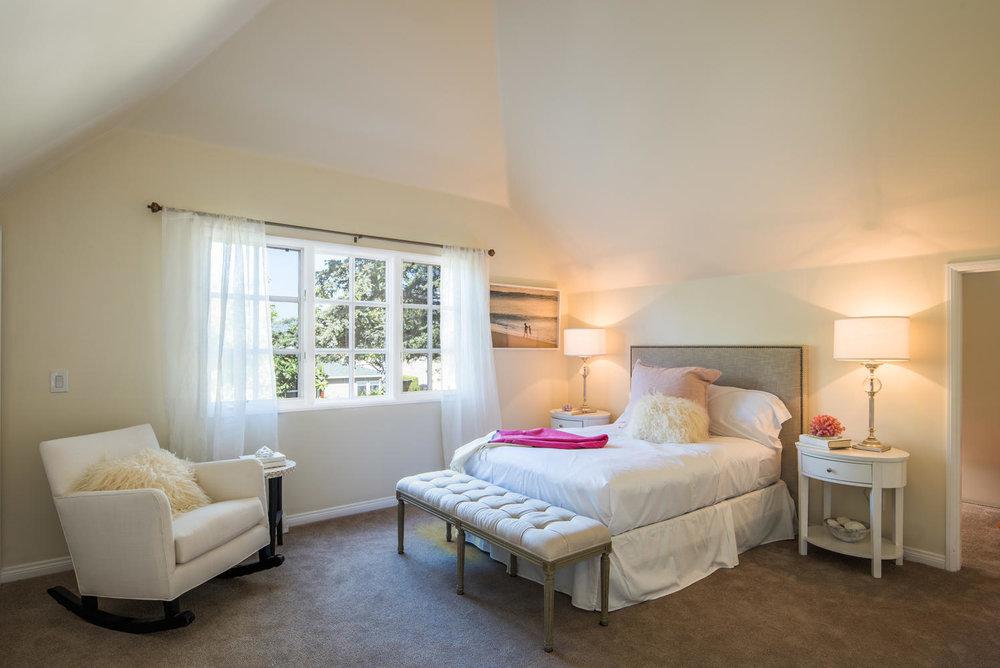 934 Fiske St Pacific Palisades-large-017-15-Bedroom-1499x1000-72dpi.jpg