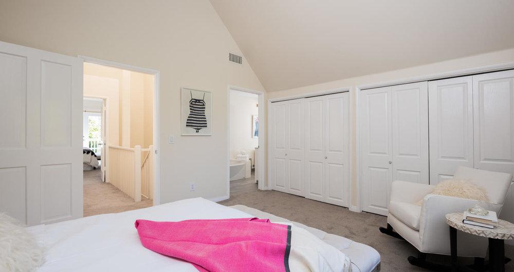 934 Fiske St Pacific Palisades-large-018-21-Bedroom-1500x795-72dpi.jpg