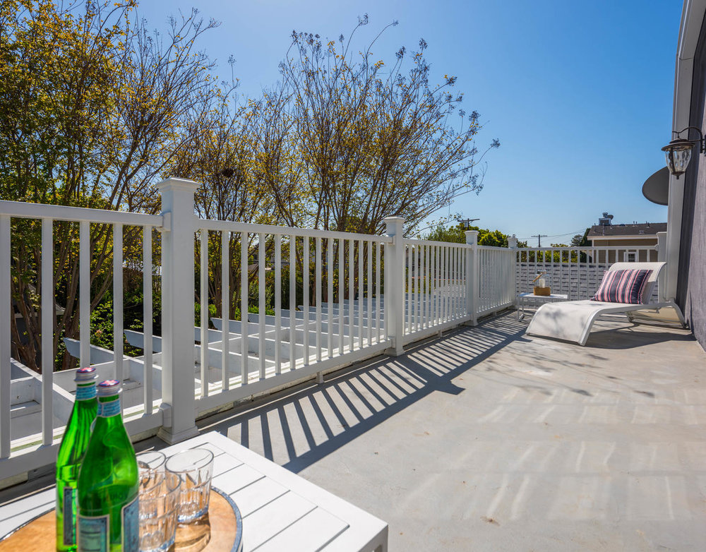 934 Fiske St Pacific Palisades-large-025-27-Master Balcony-1278x1000-72dpi.jpg