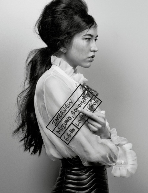 entertainingtheidea :     Japanese actress  Sonoya Mizuno  — who tore up the dance floor  with  Oscar Isaac  in   Ex Machina  — has joined    Constance Wu  and newcomer Henry Golding in   Crazy Rich Asians  .   The movie   —based on Kevin Kwan's book and set to be directed by  Jon M. Chu —   will see Wu starring as  Rachel Chu, an American-born Chinese economics professor  who travels to her boyfriend Nick's  (Golding)  hometown of Singapore for his best friend's wedding. Before long, his secret is out: Nick is from a family that is impossibly wealthy, he's perhaps the most eligible bachelor in Asia, and every single woman in his ultra-rarefied social class is incredibly jealous of Rachel and wants to bring her down.      As THR first reported, Mizuno will play Araminta, the soon-to-be married fiance of Nick's best friend Colin, who also happens to be a major fashion icon in Singapore.   The cast includes   Michelle Yeoh  as  Nick's controlling mother and  Gemma Chan  as Astrid Leong, Nick's fashionable cousin who is referred to as  the goddess  and is known for her beauty and impeccable fashion sense.