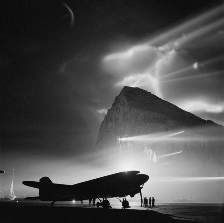 warhistoryonline :     During World War II, a Douglas Dakota of BOAC is silhouetted at Gibraltar by the batteries of searchlights on the Rock, as crews prepare it for a night flight to the United Kingdom  http://wrhstol.com/2mbFz2G