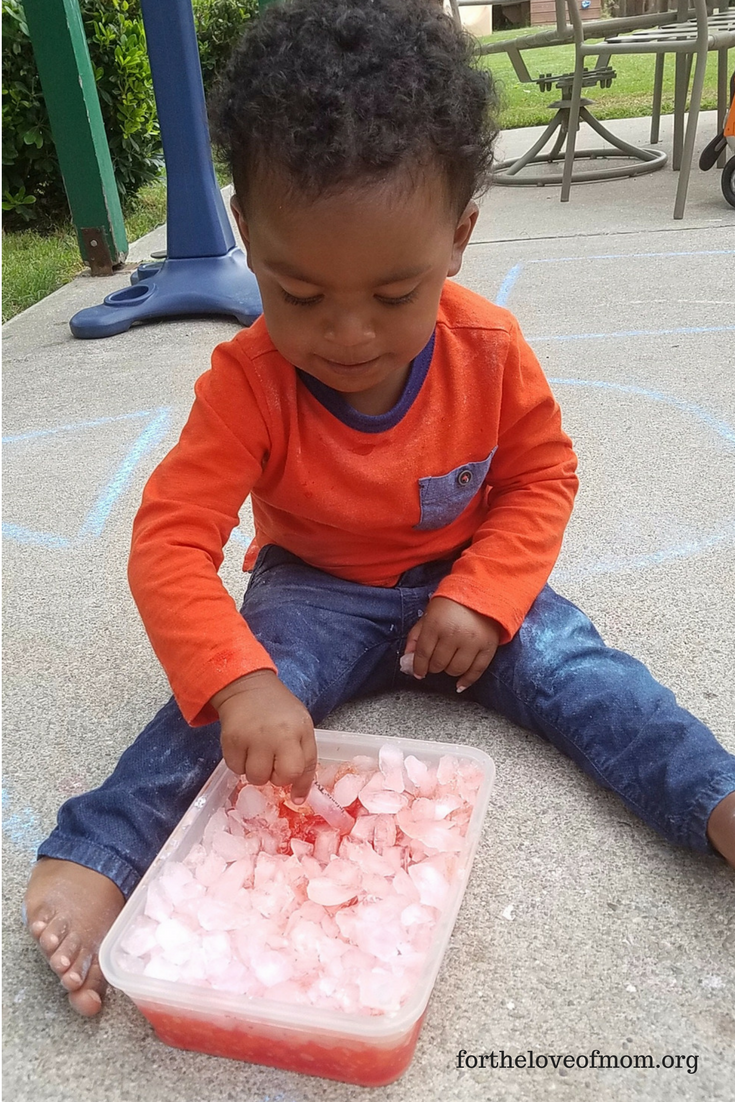 Fun Activities That Teach Kids | Fizzy Ice Experiment | www.fortheloveofmom.org
