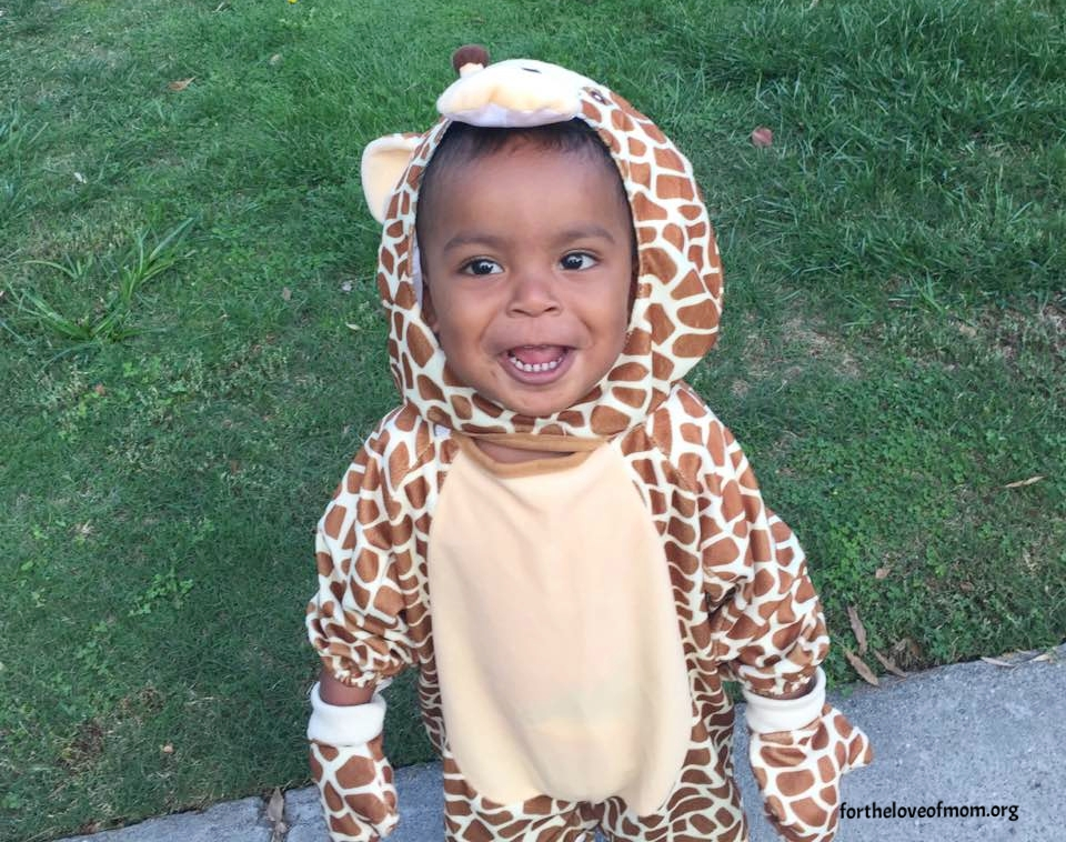 Giraffe Toddler Costume | Baby Giraffe Costume | Toddler Costume Ideas | www.fortheloveofmom.org