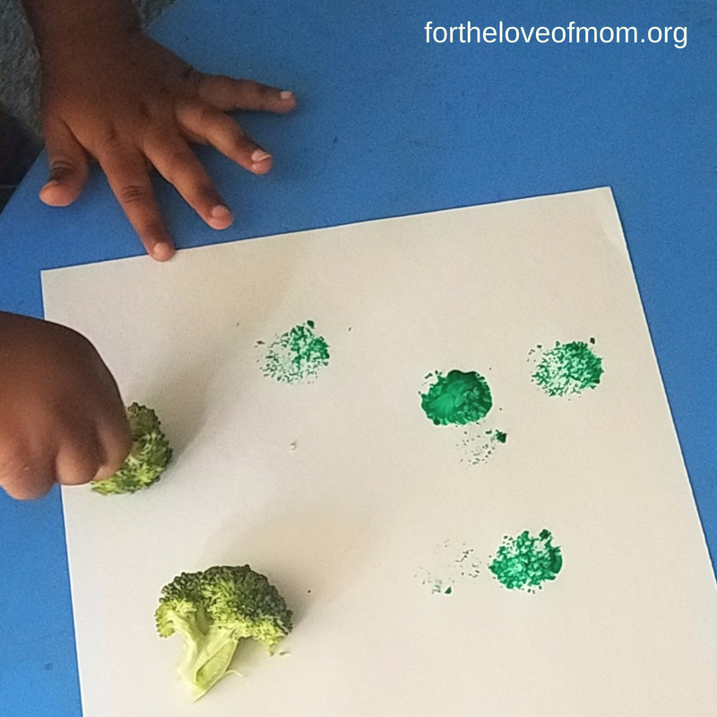 Broccoli Painting | Veggie Painting Craft | Toddler Activity | Kid Veggie Craft | #toddlers | #kidscrafts | www.fortheloveofmom.org