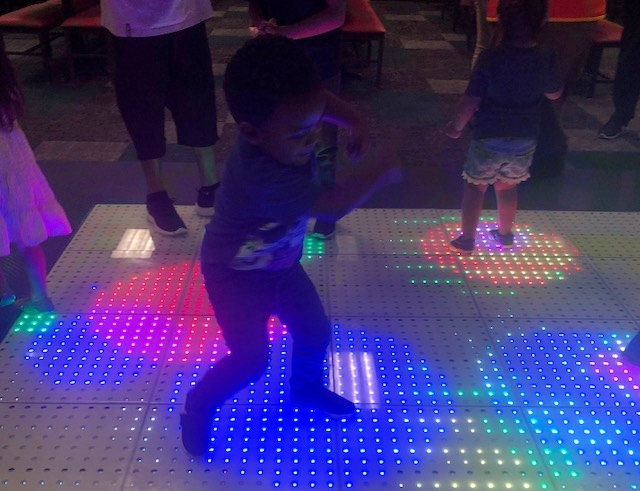 Chuck E Cheeses Live Show Dance Floor - fortheloveofmom.org