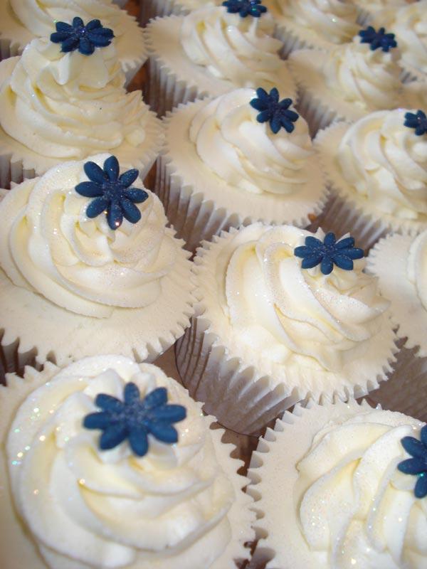 blue-flowcupcakes.jpg