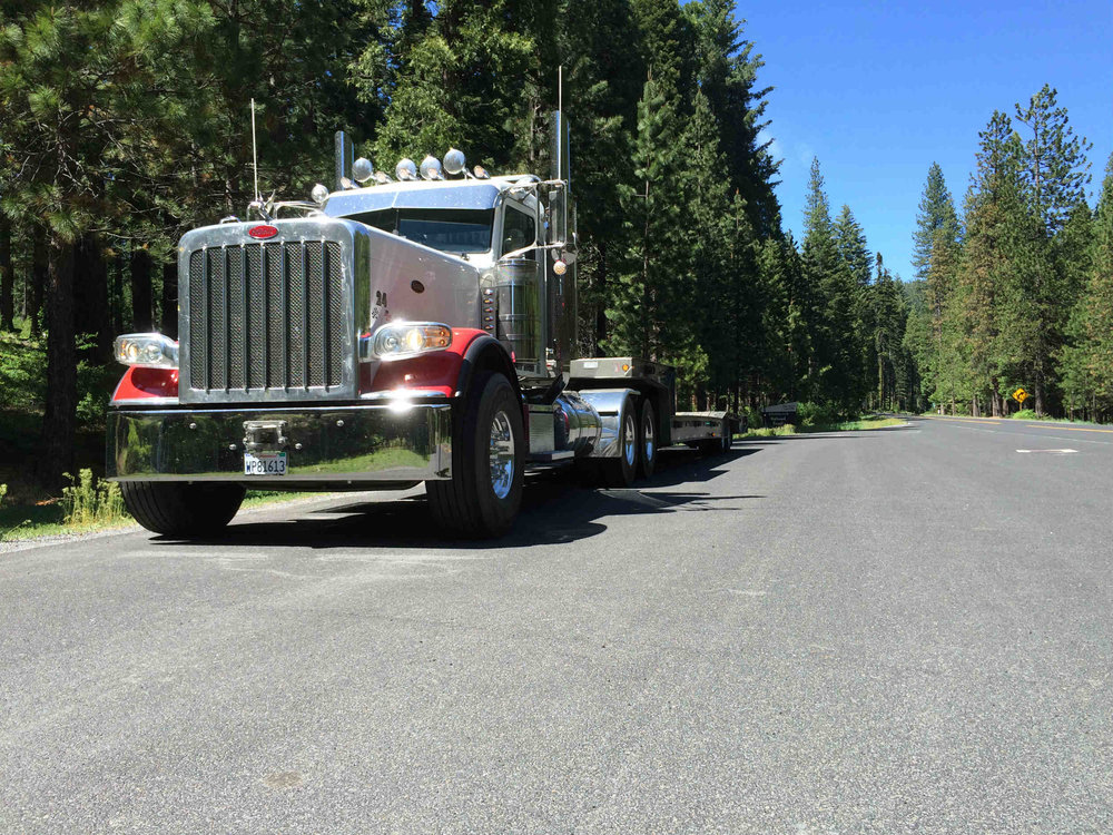 peterbilt-389-trailking-trailer.jpg