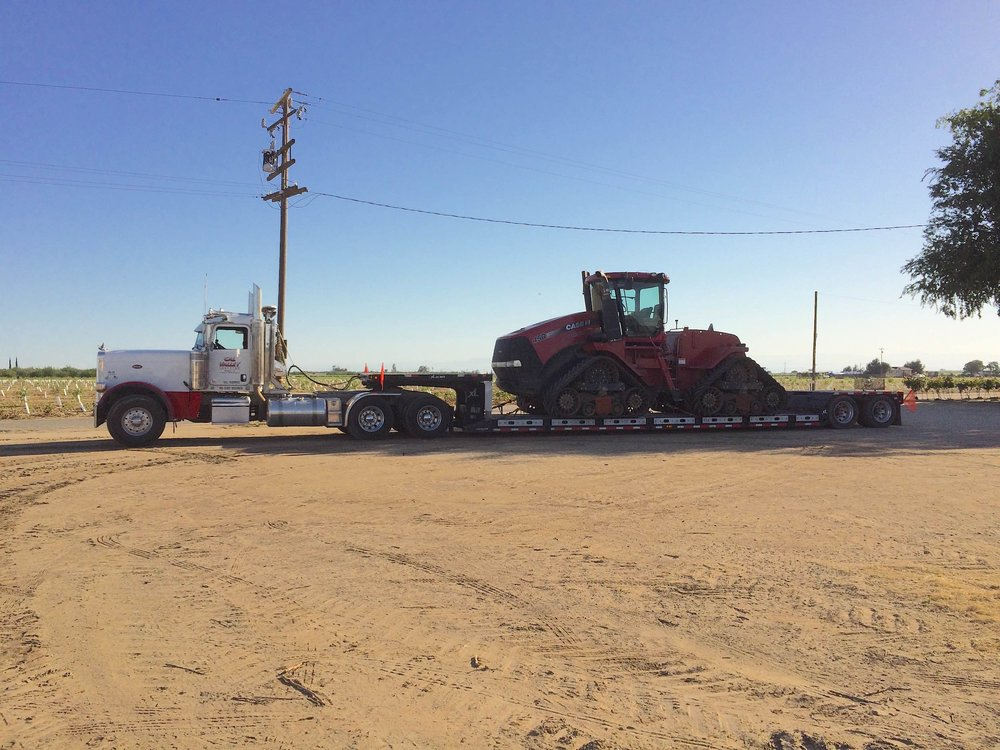 peterbilt-389-xl-specialized-rgn-case-450-tractor.jpg