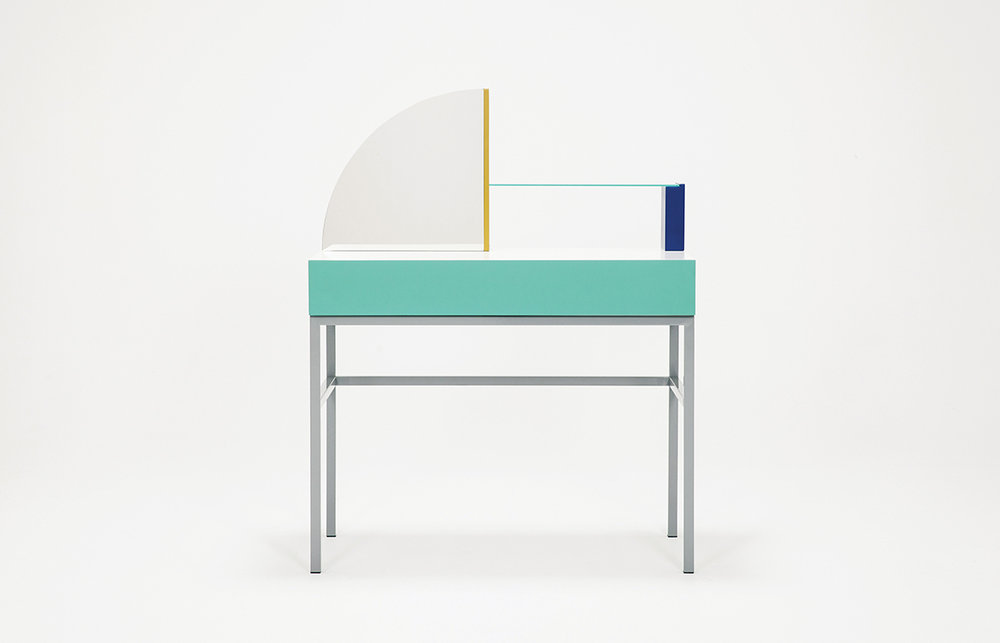 EQ3-ASSEMBLY-DRESSING-TABLE-01-zoemowat.jpg