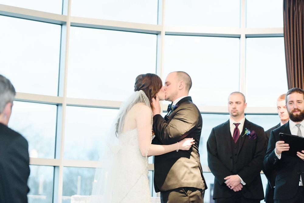 ceremony-kiss-a-ohio-lighting-ocf-columbus-wedding-couple-bridal-creekside-conference-indoor-roxanna-sue-photos-ohio-photography-1.jpg