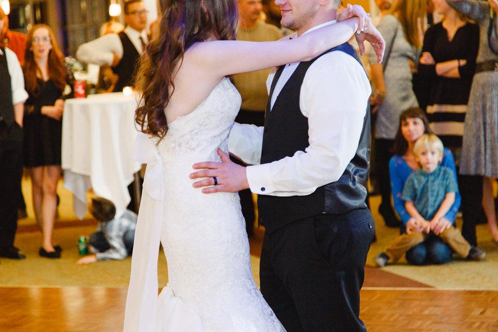 brady-first-dance-a-ohio-lighting-ocf-columbus-wedding-couple-bridal-creekside-conference-indoor-roxanna-sue-photos-ohio-photography-1.jpg