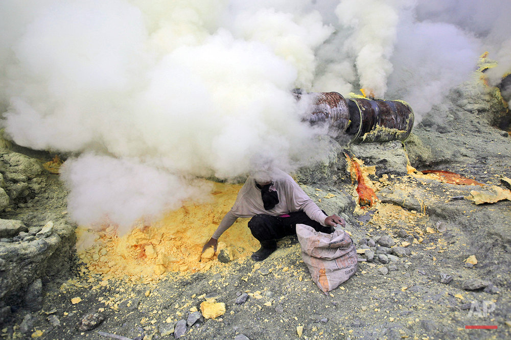 Indonesia Sulfur Miners Photo Gallery