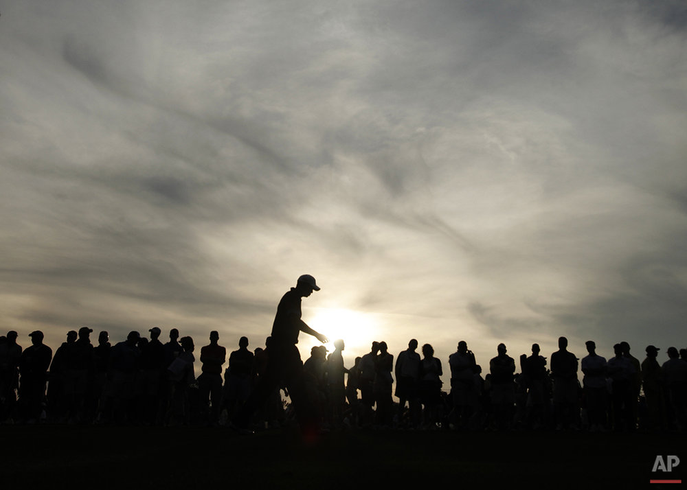 Tiger Woods walks down the 18th fairway during the first round of the Masters golf tournament at the Augusta National Golf Club in Augusta, Ga., Thursday, April 9, 2009. (AP Photo/Charlie Riedel)