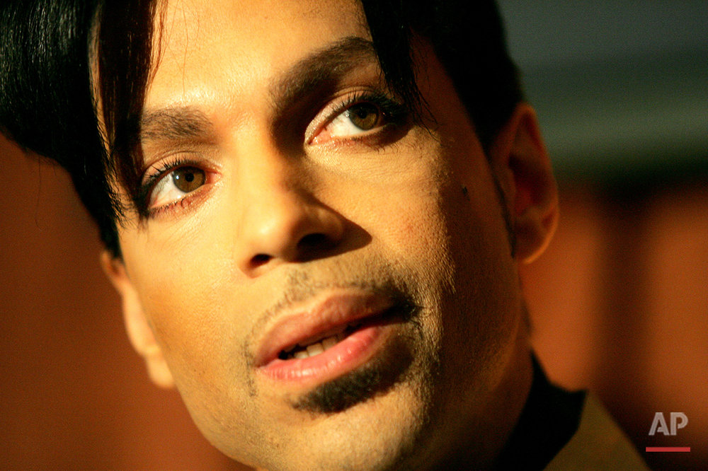 "Recording artist Prince speaks during a news conference about his recording agreement between himself and Universal Records and his new single ""Te Amo Corazon,"" Tuesday, Dec. 13, 2005, in Beverly Hills, Calif. Prince's new album ""3121"" will be his first with Universal Records with a scheduled release in 2006. (AP Photo/Danny Moloshok)"