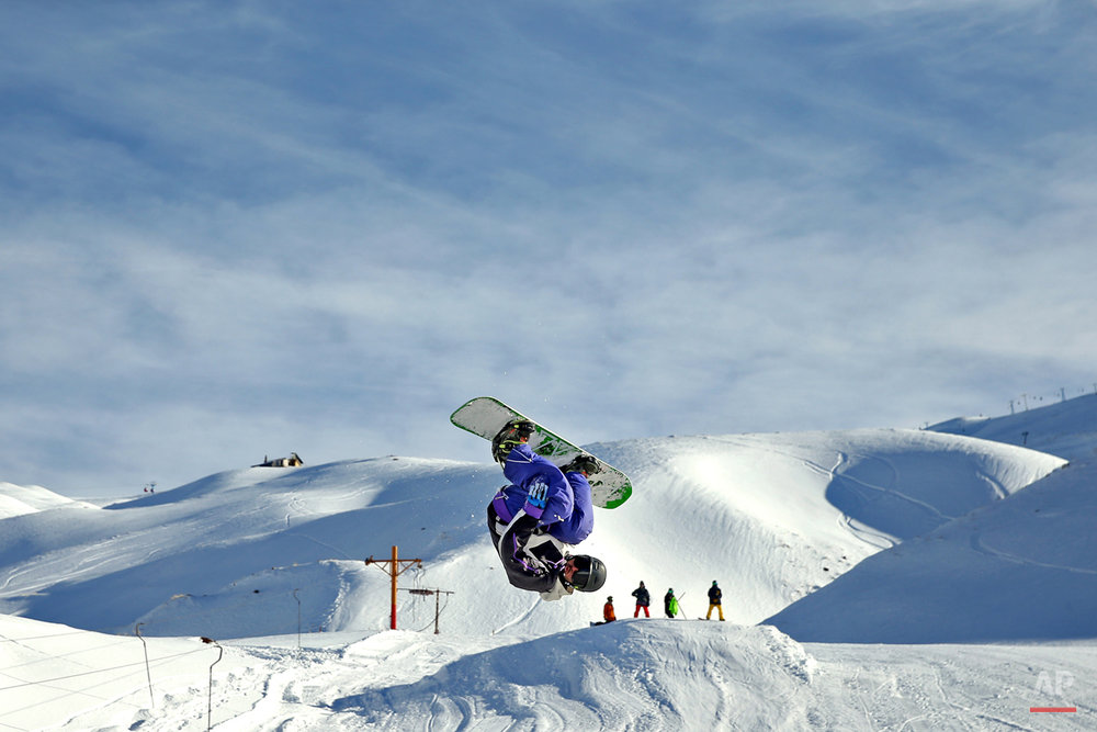 APTOPIX Mideast Iran Skiing