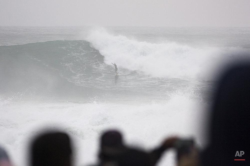 Hawaii Big Wave Surfing