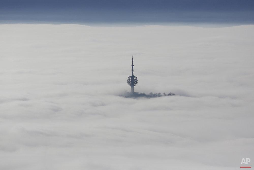 APTOPIX Bosnia Fog