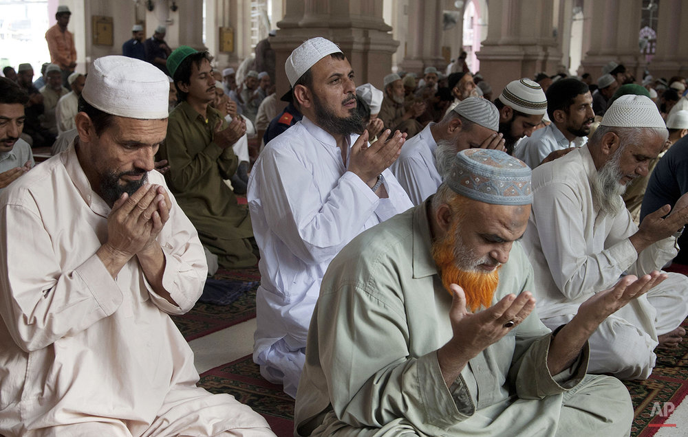 Pakistani Muslims offer afternoon prayer at  Memon mosque in Karachi, Pakistan, Tuesday, Dec. 8, 2015. (AP Photo/Shakil Adil)