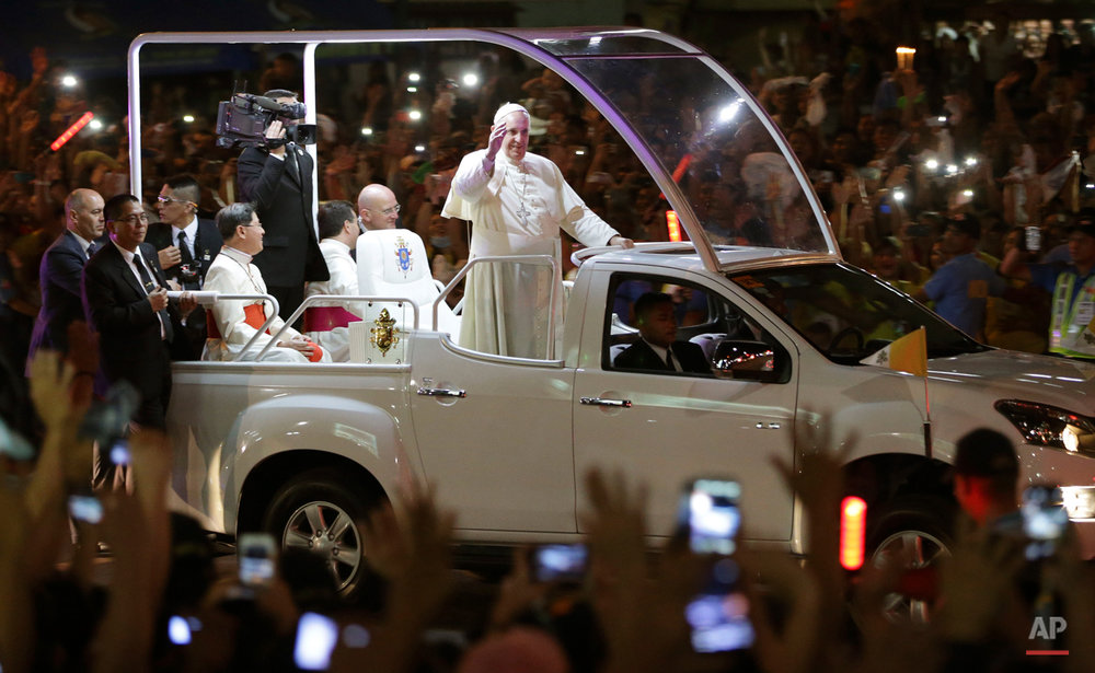 Pope Francis waves to Filipinos upon his arrival in Manila, Philippines, Thursday, Jan. 15, 2015. The Pope arrived in Manila for a pastoral visit which is expected to draw millions of faithful where about 81-percent of the population is Catholic. (AP Photo/Aaron Favila)