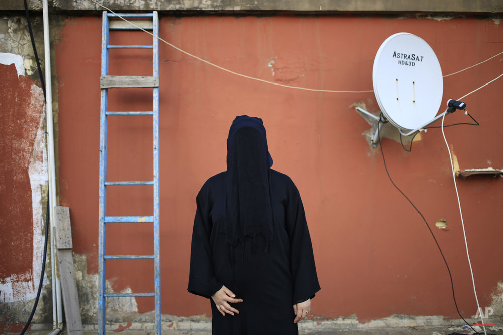 Mideast Behind the Niqab Photo Essay