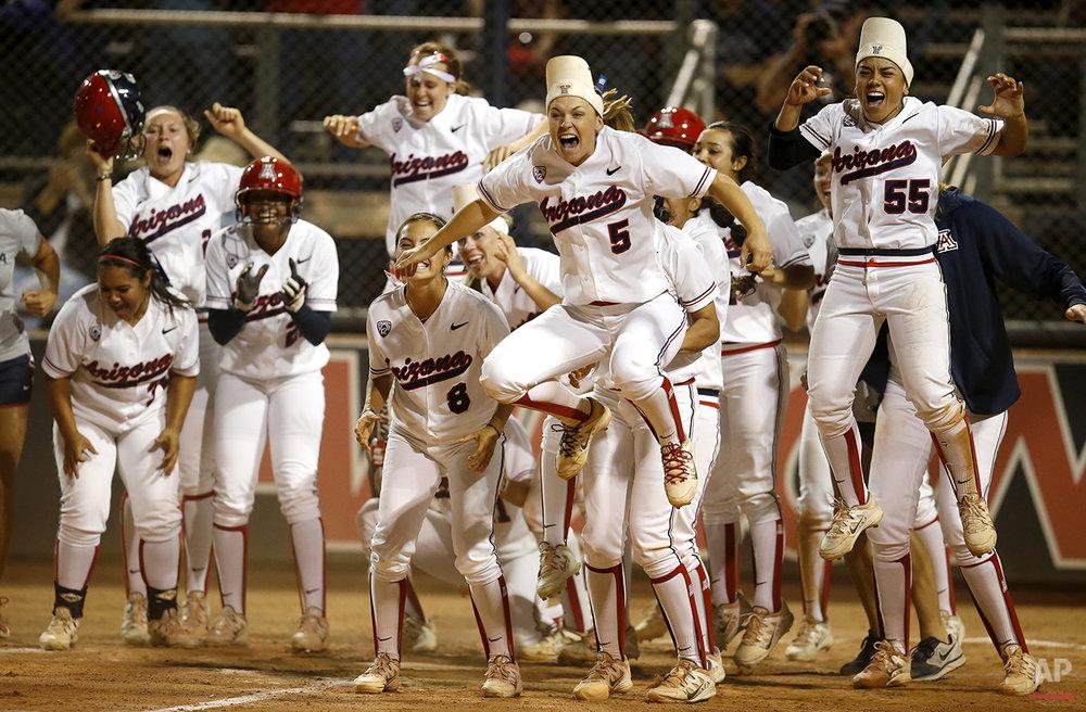 APTOPIX NCAA Minnesota Arizona softball