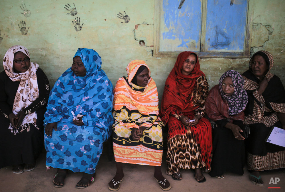 Sudanese women wait for their turn to vote outside a polling station, on the first day of Sudan's presidential and legislative elections, in Izba, an impoverished neighborhood on the outskirts of Khartoum, Sudan, Monday, April 13, 2015. (AP Photo/Mosa'ab Elshamy)