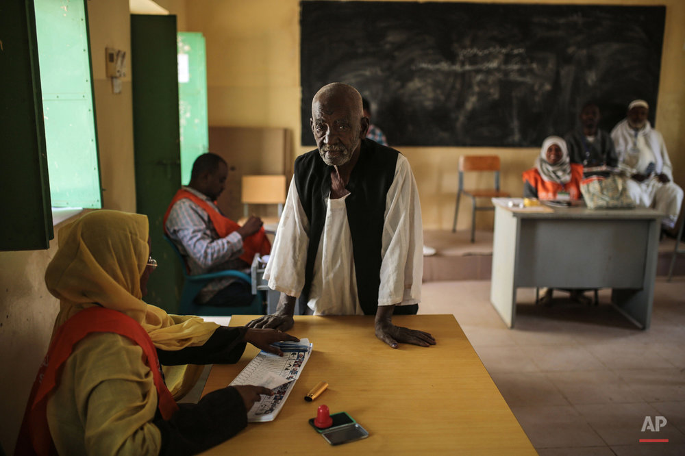 A Sudanese man waits to cast his vote at a polling station on the first day of Sudan's presidential and legislative elections, in Izba, an impoverished neighborhood on the outskirts of Khartoum, Sudan, Monday, April 13, 2015. (AP Photo/Mosa'ab Elshamy)