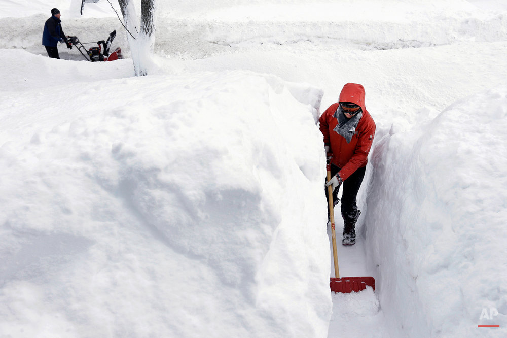 APTOPIX New England Snow
