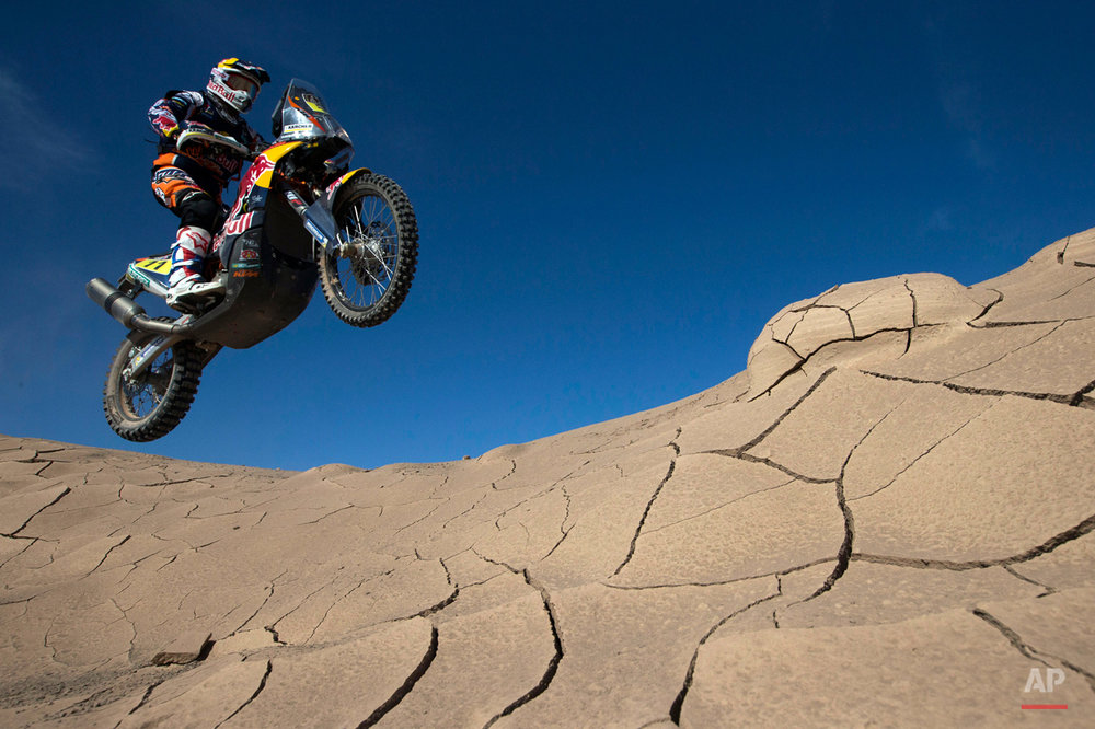 KTM rider Ruben Faria of Portugal races during the sixth stage of the Dakar Rally 2015 between the cities of Antofagasta and Iquique, Chile, Friday, Jan. 9, 2015. The race will finish on Jan. 17, passing through Bolivia and Chile before returning to Argentina where it started. (AP Photo/Felipe Dana)