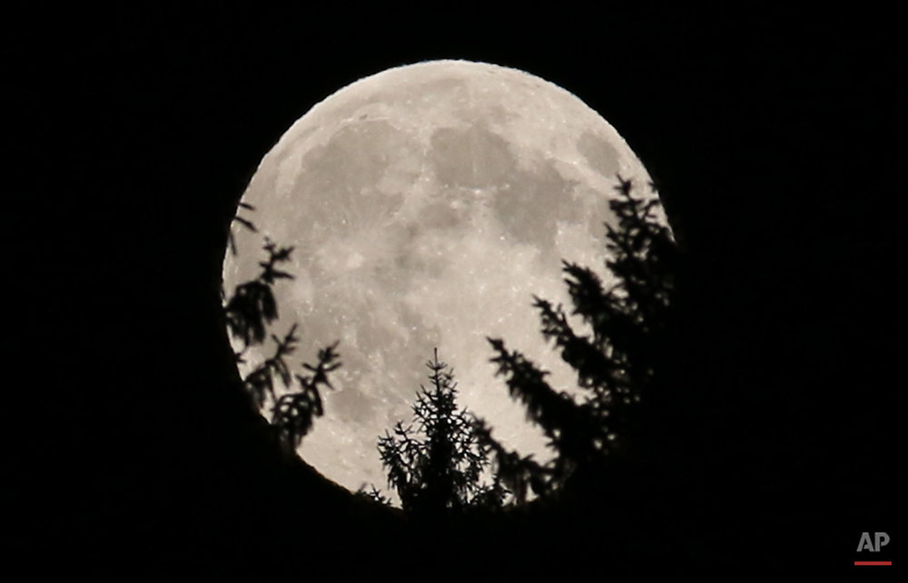 APTOPIX Austria Supermoon