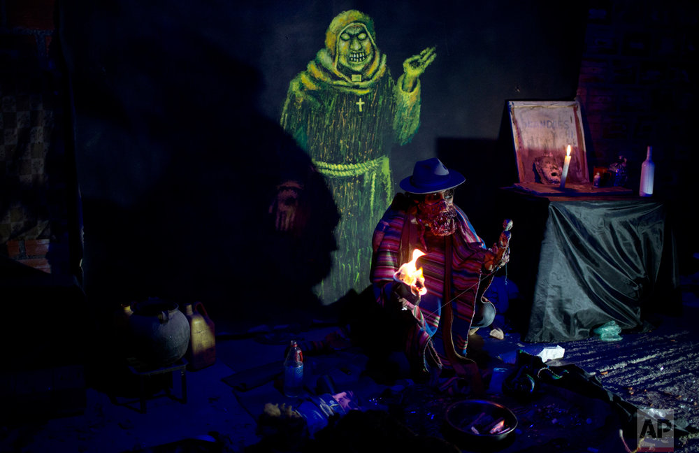 "A man dressed as ""kari kari"" performs at a House of Terror during the celebration of All Saints in El Alto, Bolivia, Tuesday, Nov. 1, 2016. Bolivians from La Paz and El Alto, mostly of Aymara descent, have started to embraced Halloween celebrations introducing characters adapted from their own culture such as the ""kari kari"" a mythical creature that sucks the fat out of its victims and then makes them ill. (AP Photo/Juan Karita)"