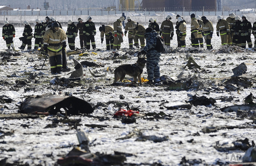 Russian Police and Emergency Ministry employees investigate the wreckage of a crashed plane at the Rostov-on-Don airport, about 950 kilometers (600 miles) south of Moscow, Russia, on March 20, 2016. (AP Photo)