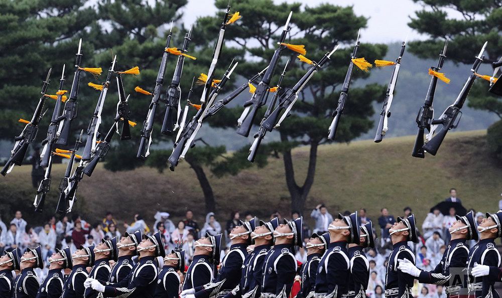 Members of a South Korean military honor guard throw their guns into the air during the 68th anniversary of Armed Forces Day at the Gyeryong military headquarters in Gyeryong, South Korea, on Oct. 1, 2016. (AP Photo/Lee Jin-man, Pool)